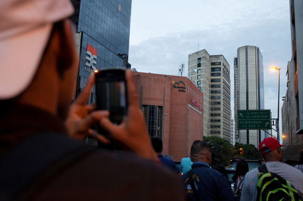 Здание финансового центра Конфинансас, известное как Башня Давида, начали возводить в Каракасе в 1990 году. Строительство прекратилось в 1994 году и с тех пор не было завершено.