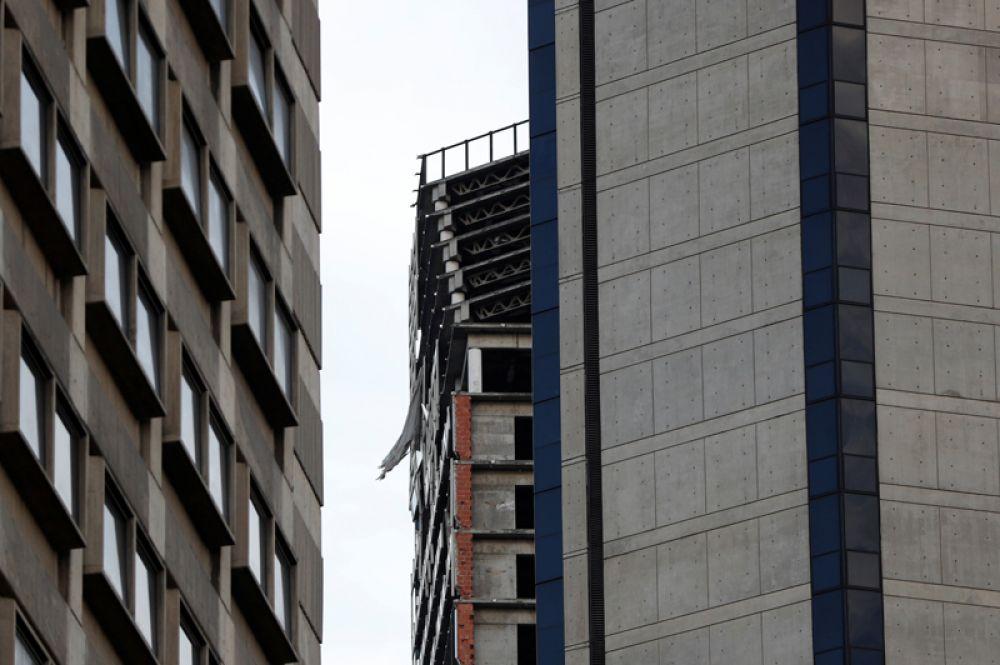 Некоторое время в доме жили люди, из-за чего его стали называть «вертикальные трущобы».