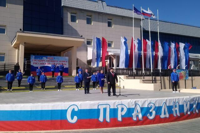 Салехардцы в День флага РФ отпустили в небо 300 воздушных шаров