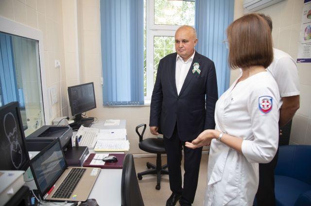 Сергей Цивилев и и.о. заместителя губернатора по вопросам социального развития Елена Малышева провели совещание с главами медицинских организаций области.