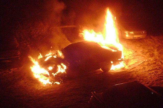 Два автомобиля горели на улице Свободы, еще один - на улице Весенней.