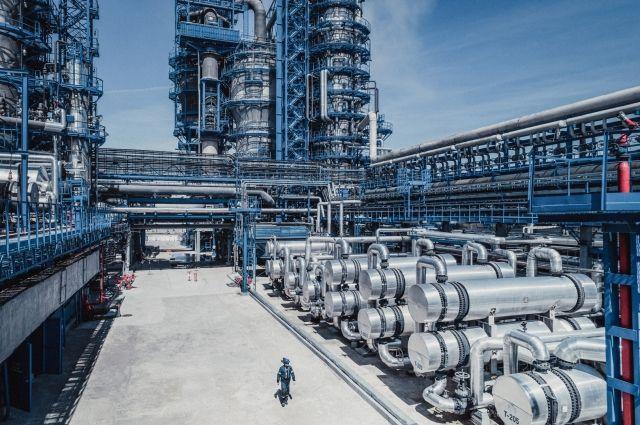 На омском нефтезаводе производят топливо высокого качества.