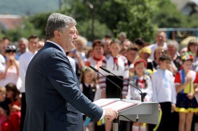 Порошенко заявил, что сожалеет о том, что дал людям надежду и породил завышенные ожидания.