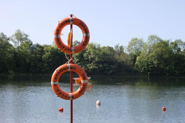 На озере Карповском в Калининграде запретили купаться из-за энтеровирусов.
