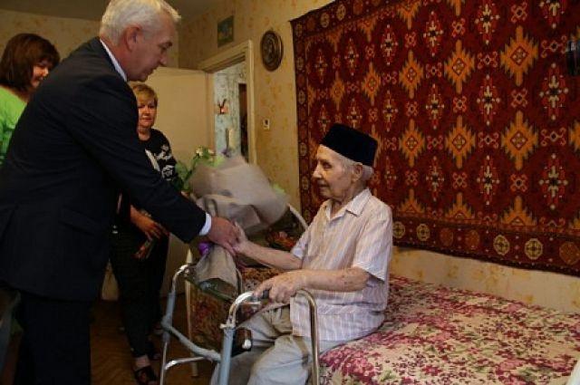 33 ветерана: в Оренбуржье поздравили участников Курской битвы.