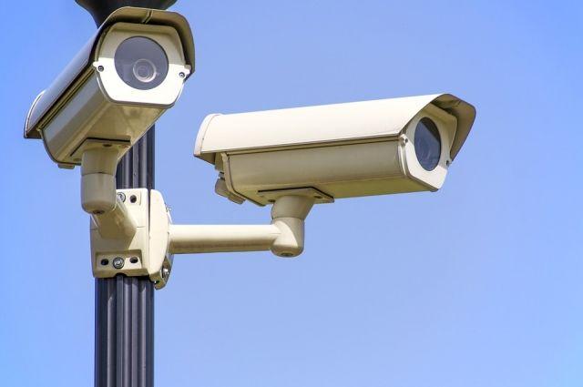 Камеры наружного наблюдения фиксируют происходящее на дороге в круглосуточном.