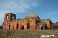 Храм притягивает верующих, ценителей истории и старинной архитектуры.