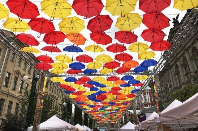 Смольный убрал сАллеи парящих зонтиков две автолавки иодин киоск