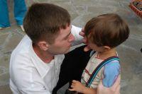 Не надо бояться показывать ребенку, что вы его любите.