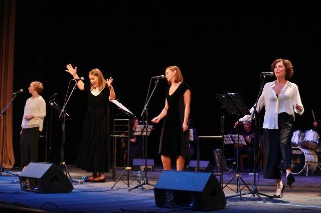 Марина Брусникина, Алёна Хованская, Кристина Бабушкина и Ольга Литвинова накануне Дня шахтера представили кузбассовцам свой музыкальный проект.