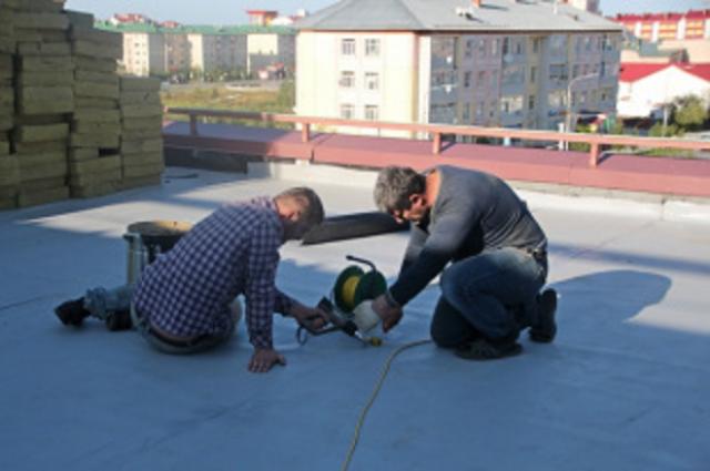 В Салехарде ремонтируют крыши у семи школ и детских садов
