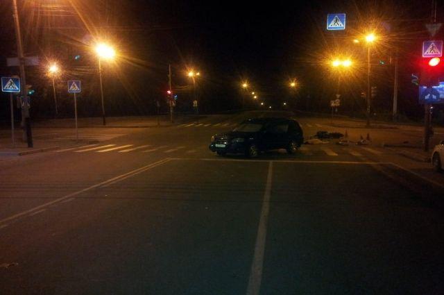Байкеру не уступил дорогу автомобилист.
