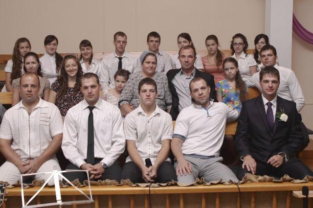 20 детей появилось в семье Шишкиных за 25 лет.