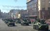 """По Крещатику провезли сразу семь пушек """"Богдана"""", а затем появились танки Т-64 и БМП-2."""