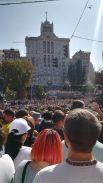 Люди заняли все пространство от Европейской площади до Бессарабки, а также полностью Крещатик и Майдан Независимости.
