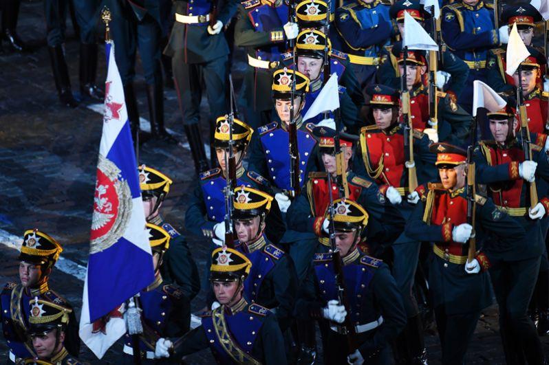 Рота специального караула Президентского полка и рота почетного караула 154-го Преображенского полка.