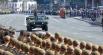 Военное командование объезжает войска