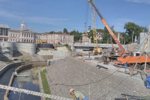 Пять лет Томск ждёт новую набережную на Ушайке. Смогут ли кемеровчане обогнать томичей хотя бы в этом, покажет, видимо, следующее лето.