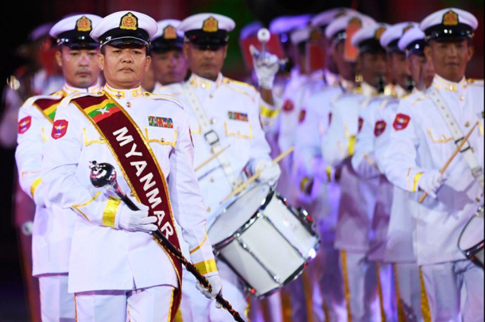 Военный оркестр Вооруженных сил Мьянмы.