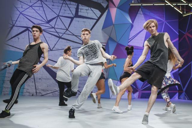 Поддержать танцевальную гонку можно на растоянии. Организаторы рпедлагают записать танец, выложить видео с хэштегом #танцгонка_Пермь в свой Инстаграм.