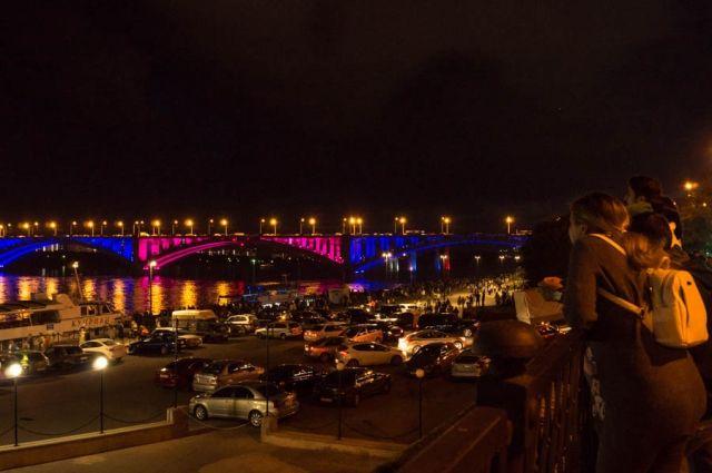 Теперь Коммунальный мост в будет постоянно светиться по ночам.