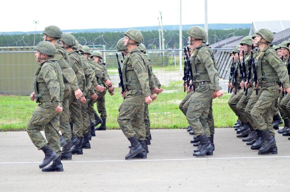 Российская армия на торжественном параде военных учений.