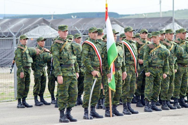 Военнослужащие из Таджикистана.