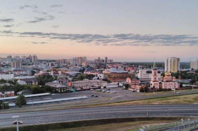 Совсем недавно в Барнауле было два высоких здания: церковь и элеватор. Теперь они потерялись на фоне современного города.