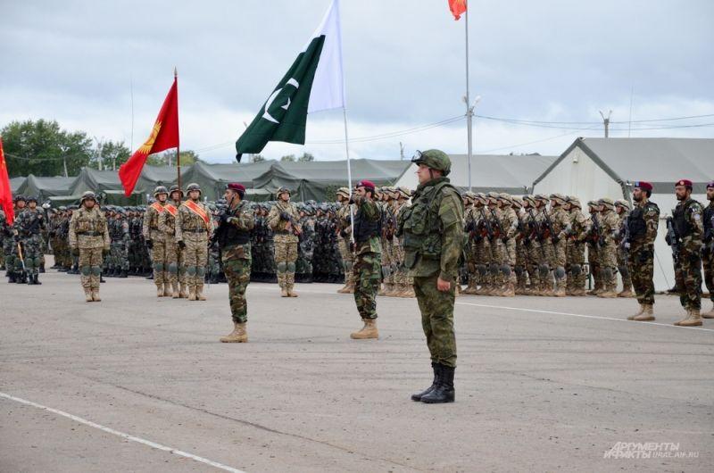 Военные учения проходят на Чебаркульском полигоне.