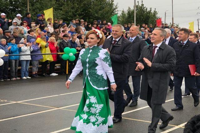 Александр Моор наградил жителей Исетского района