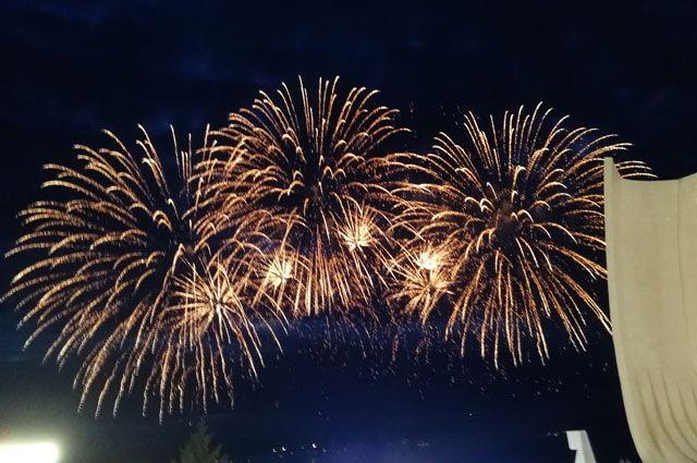 Яркой точкой праздника стал фейерверк, запущенный на стадионе «Авангард».