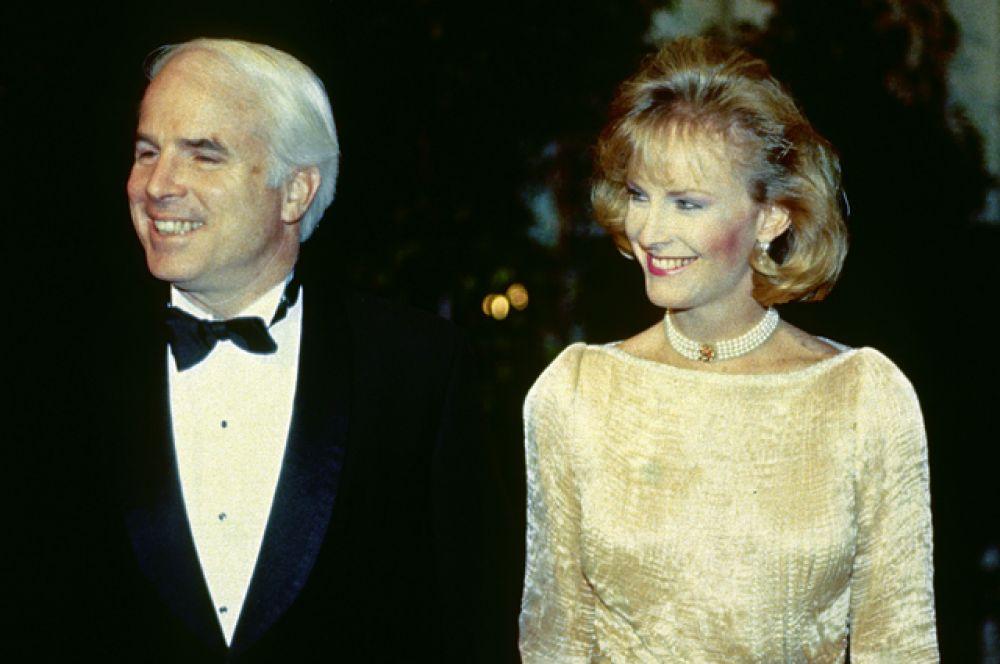 Джон Маккейн с супругой Синди Лу Хенсли.