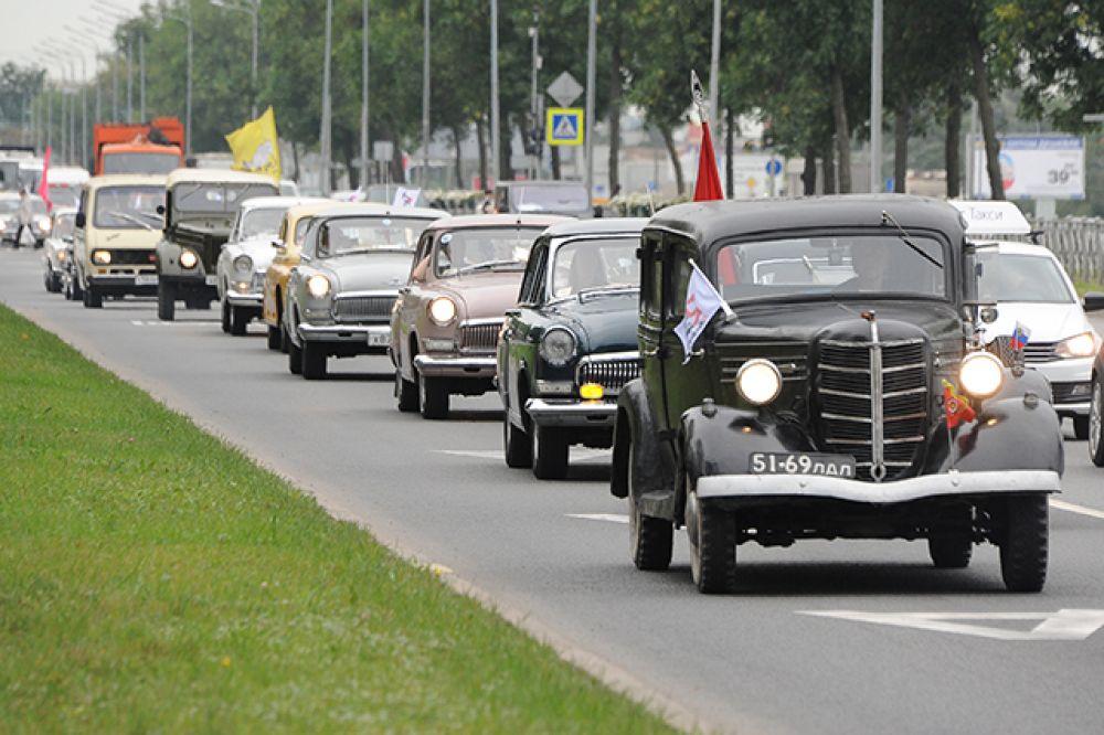 В ретро-пробеге приняли участие 40 автомобилей.