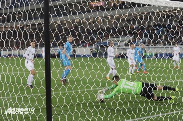 Гол Торбинского помог «Балтике» обыграть «Шинник».