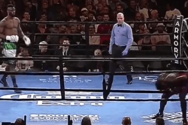 Боксер убежал с ринга сразу после начала поединка