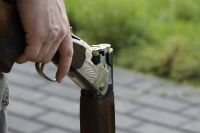 В Полесском районе выстрелом из ружья ранены трое мужчин, один убит.