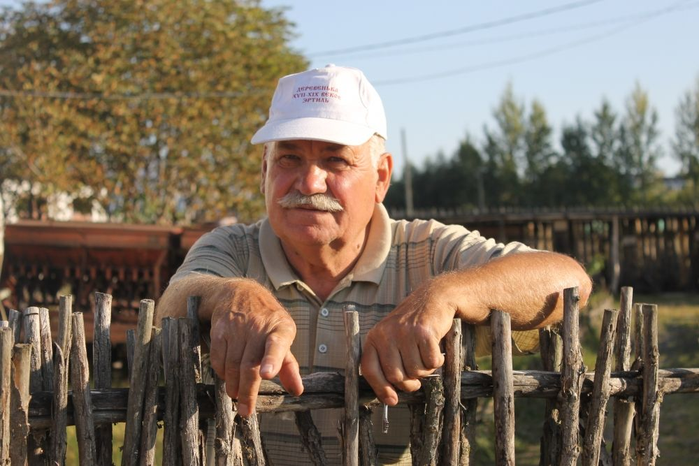 Создатель музея - Эртильский атаман Владимир Брежнев