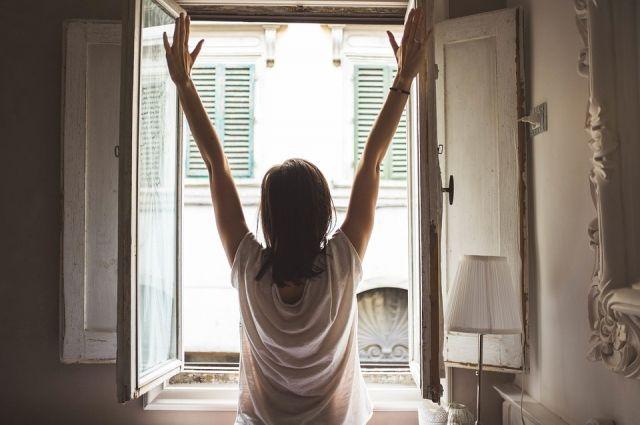 Быть бодрым после сна поможет разминка.