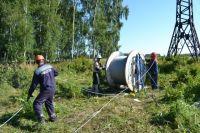 """Специалисты  """"Омскэнерго"""" заменят 20 км троса."""
