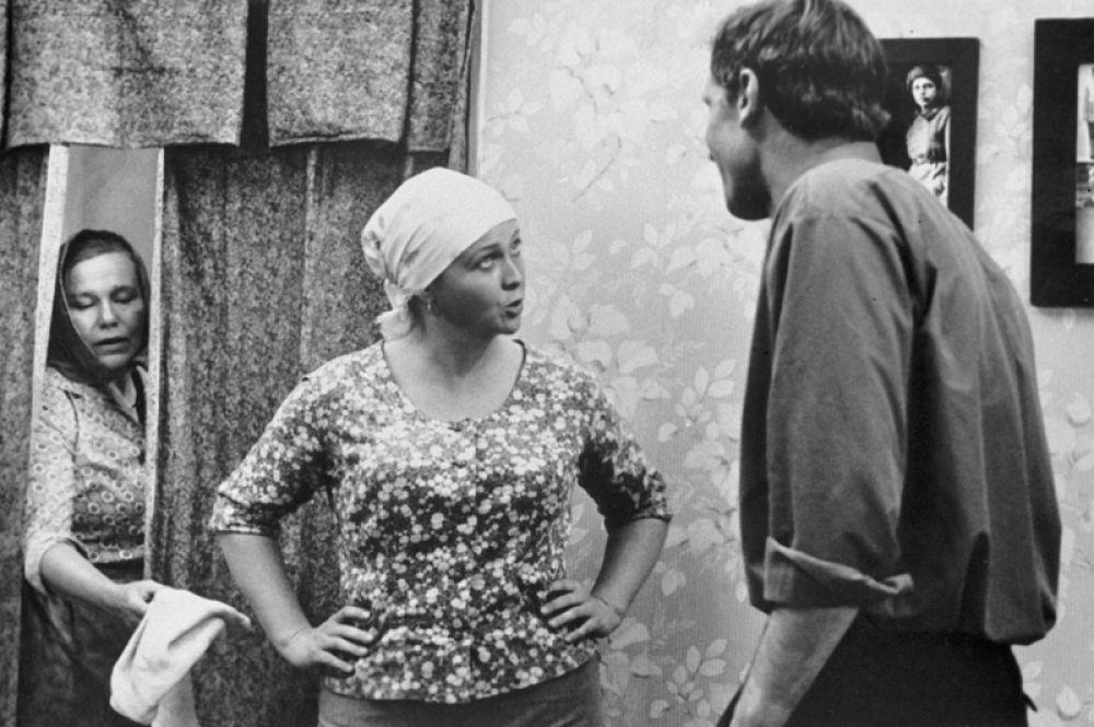 К концу 1970-х годов Гундарева стала одной из ведущих актрис театра Маяковского. «Вас ожидает гражданка Никанорова» (1978).
