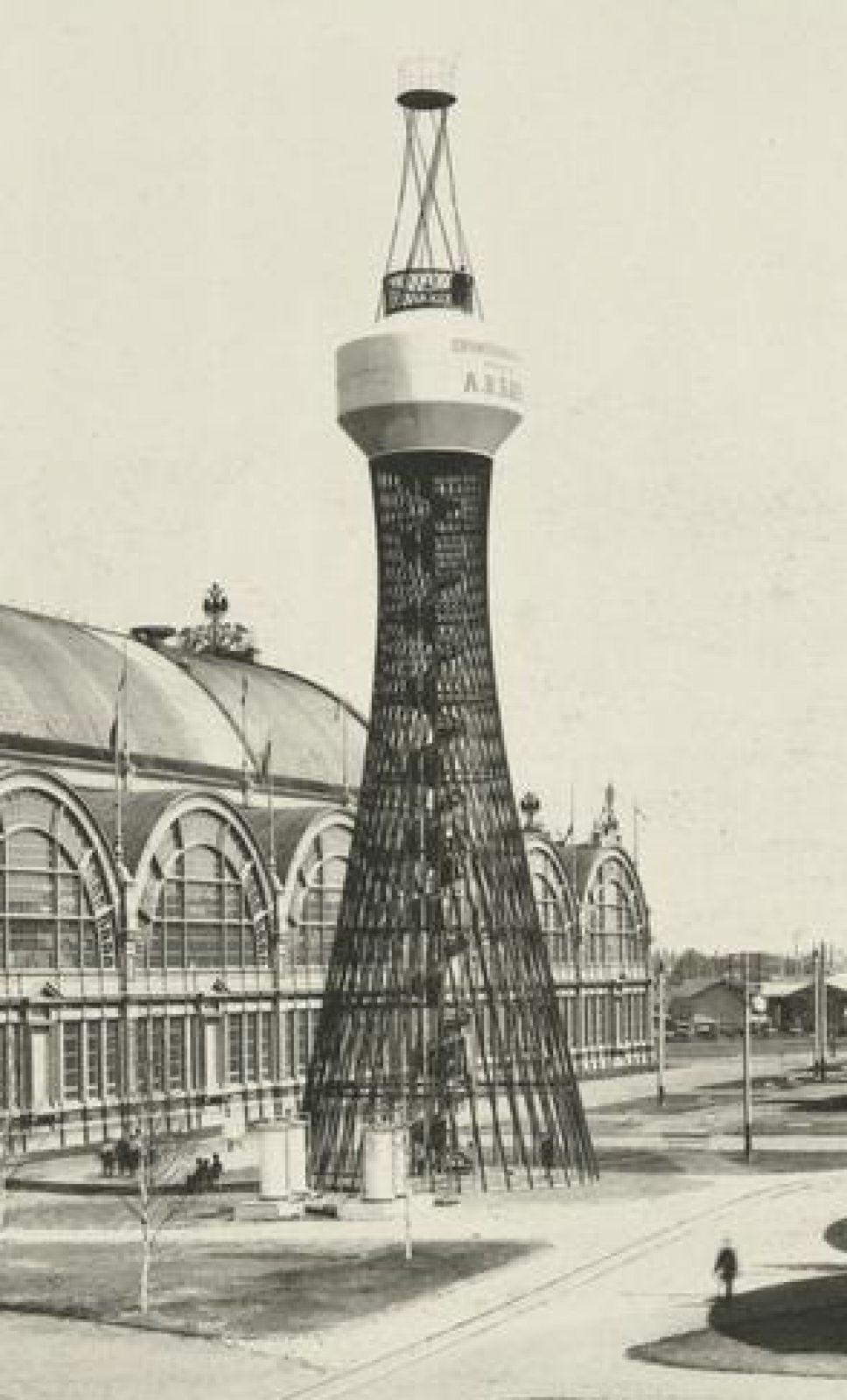 Именно здесь инженер представил свою первую гиперболоидную башню удивительной красоты. После выставки конструкцию купил меценат Нечаев-Мальцови перенес ее в свое имение Полибино в Липецкой области, благодаря чему башня сохранилась до настоящего времени.