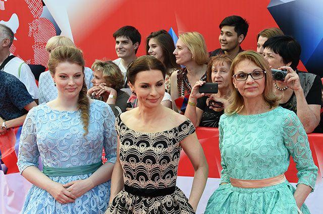 Ирина Лачина с дочерью и мамой.
