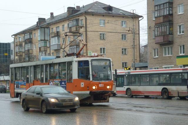 Иномарка не пропустила трамвай.