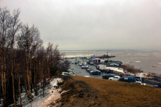 Туман отступил, работу переправы Салехард-Лабытнанги возобновили