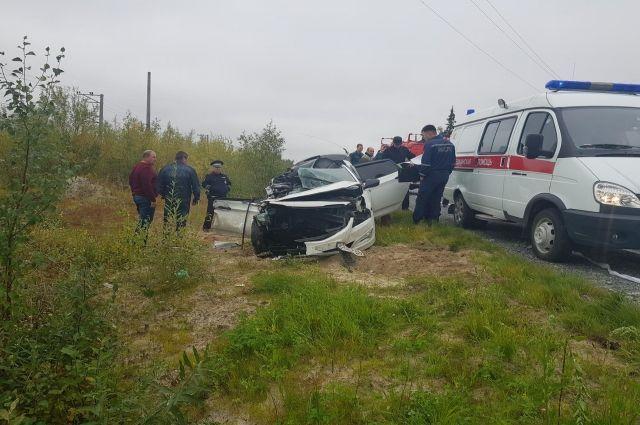 На дороге Сургут-Салехард иномарка врезалась в грузовик Scania