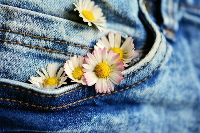 В Салехарде подозрительные джинсы отправили на экспертизу
