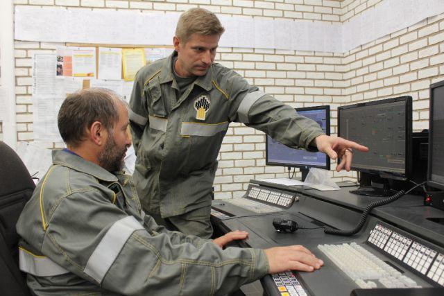 Аркадий Баранов: «Раньше вручную приходилось менять картограммы.  Теперь операторы управляют технологическим процессом с компьютера».