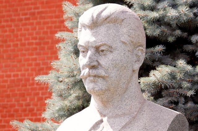 Найденный вКусе надне водоема монумент Сталину хотят утопить обратно