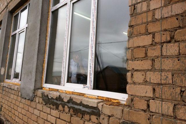 В школах Омска в этом году активно меняли окна.