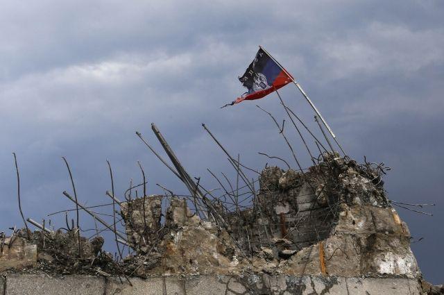 В населенном пункте Донбасса обстреляли детский сад: есть пострадавший